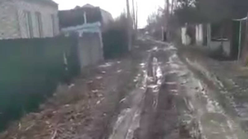 Житель Канта жалуется на состояние дороги по улице Пушкина. Видео