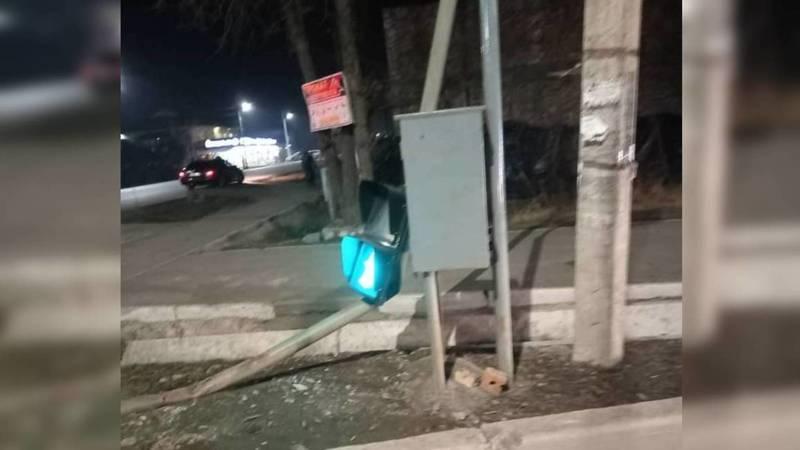 Новый светофор на Орозбекова уже сломан. Фото