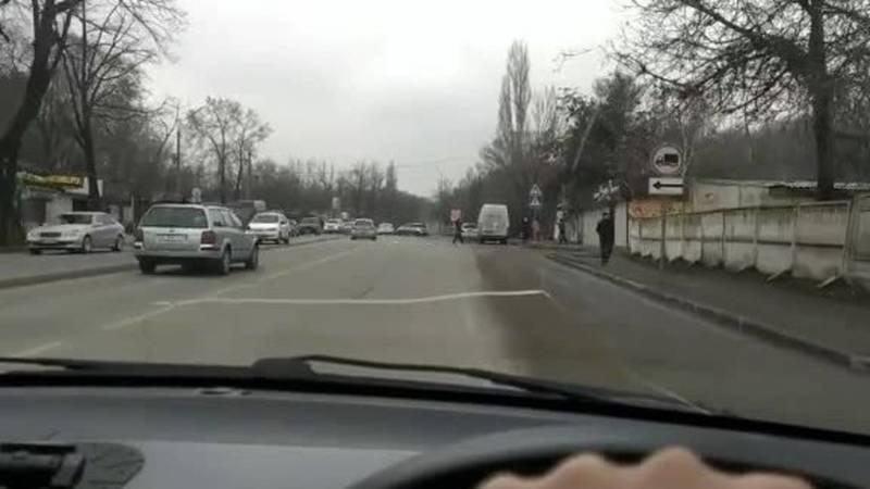 Водитель просит поставить допзнак на мосту через БЧК на Молодой Гвардии. Видео
