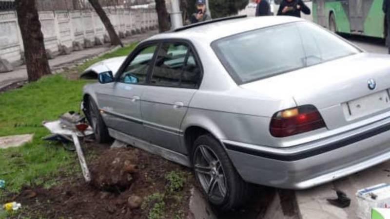 На Киевской столкнулись две машины. Видео с места аварии