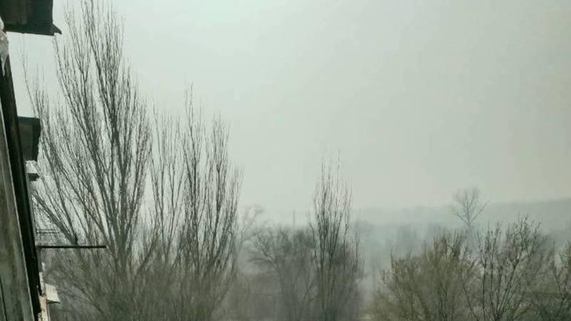 Житель поселка Манас жалуется на дым от мусорного полигона. Видео