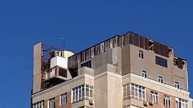 Стройка на крыше дома в 12 мкр должна быть приостановлена, - Госэкотехинспекция
