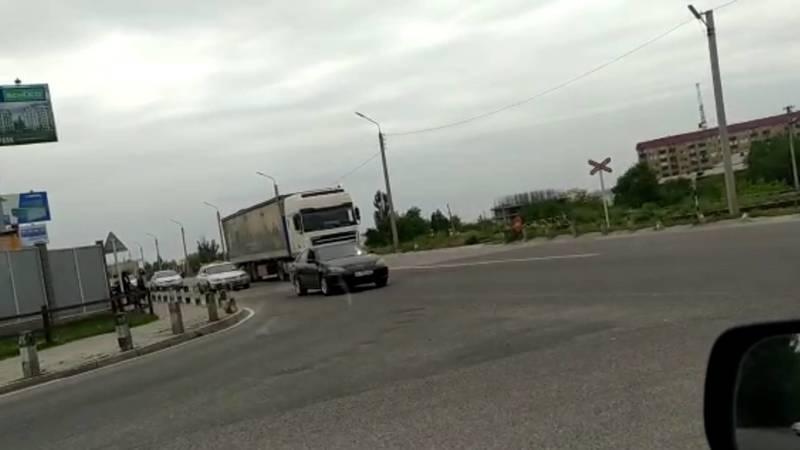 Водитель просит установить светофор на Алматинке-Льва Толстого. Видео