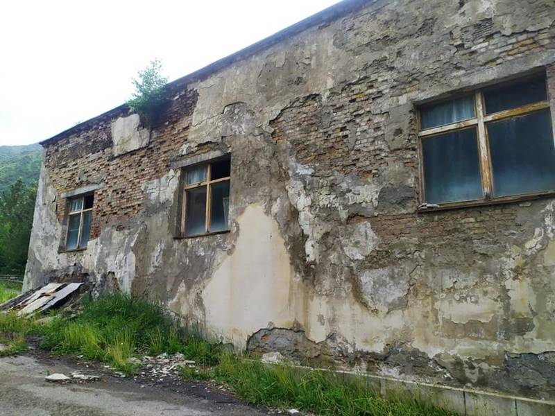 Курорт «Иссык-Ата» запущен до состояния руин. Фото