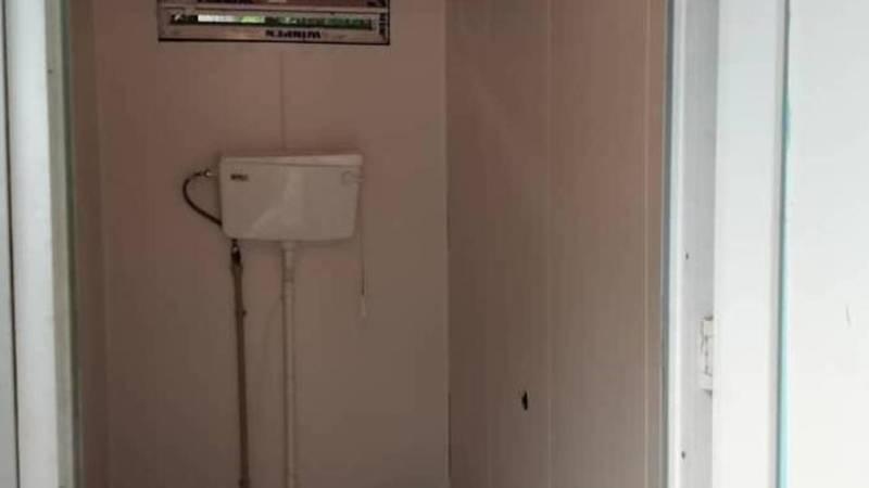 Свердловский акимиат привел в порядок туалет в Карагачевой роще. Фото