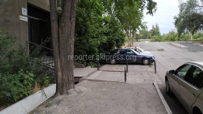 После ремонта будут установлены ограничительные знаки, - мэрия о захвате тротуара на Усенбаева-Линейной