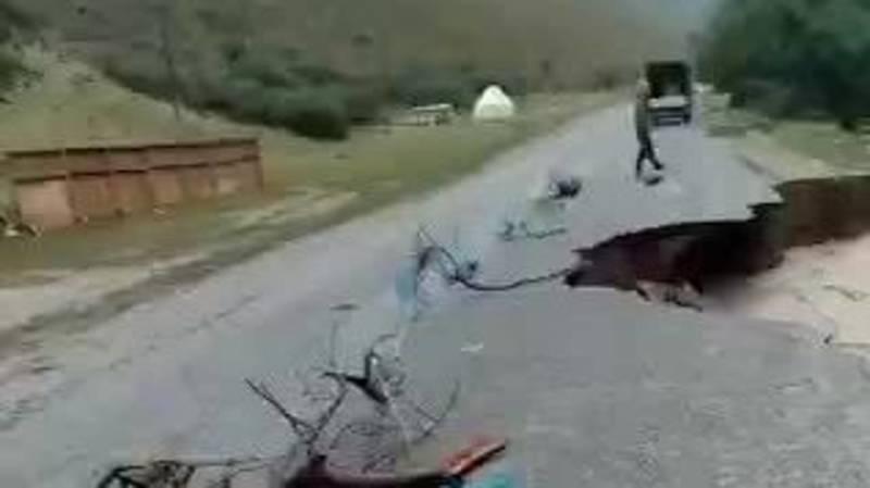В Джети-Огузе сошли сели, размыло дорогу. Видео и фото