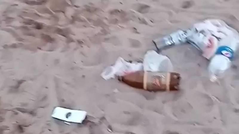 Мусор на пляже в Бостери