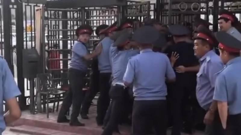Болельщики силой прорывались на трибуны на турнире Хабиба Нурмагомедова, – очевидец (видео, фото)