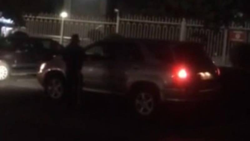Законно ли возле «КыргызКоммерцБанка» за парковку берут 40 сомов? - горожанка