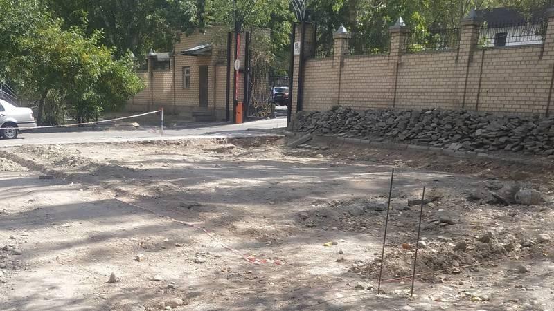 Законно ли на парковке в Востоке-5 хотят что-то построить? Фото горожанина Антона