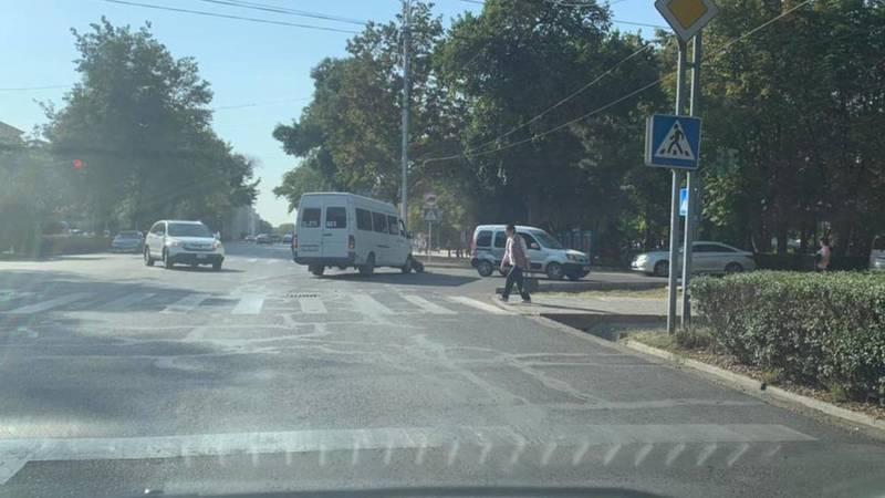 На проспекте Чуй маршрутка №211 попала в аварию. Фото