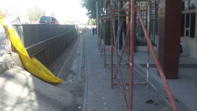 На Токтоналиева возле Финполиции нет тротуаров. Ответ мэрии