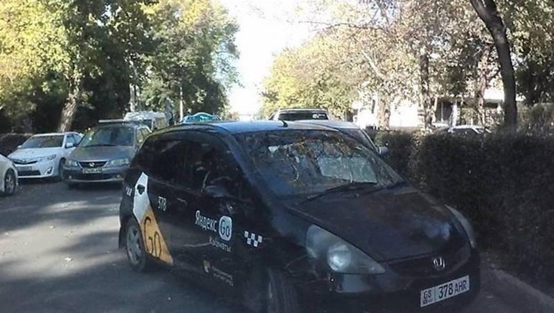 Яндекс такси на встречке. Когда будут вводить лицензии для такси? Видео горожанина