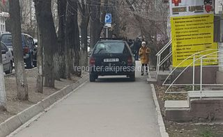 Скрябина №41 B9582BI парковка на тротуаре