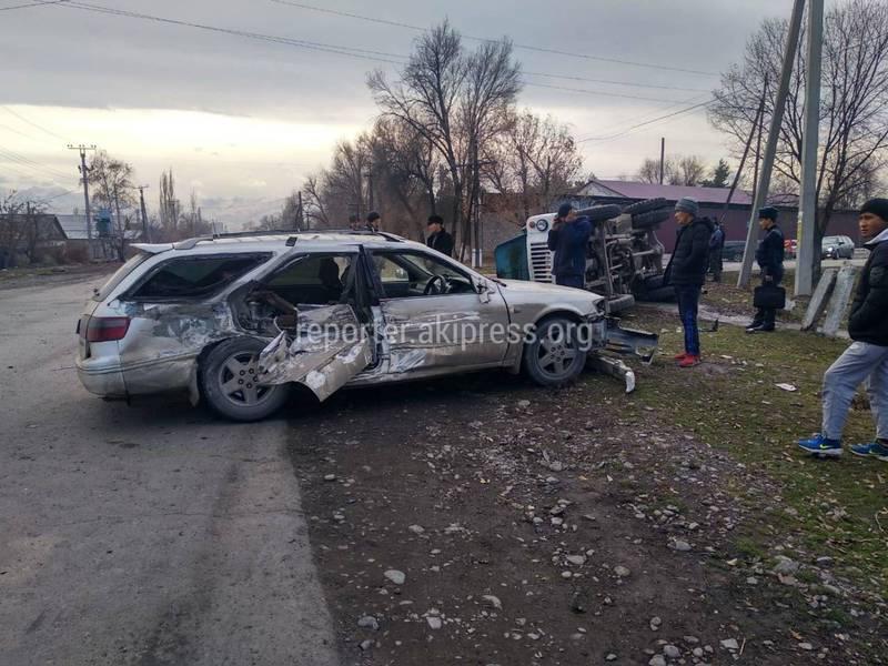 В Беловодском столкнулись грузовик и легковушка. Пострадали две женщины (фото, видео)