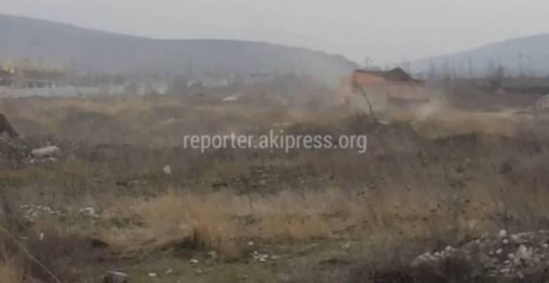 В Бишкеке на Масалиева-Малдыбаева высыпают строительный мусор, - житель (видео)