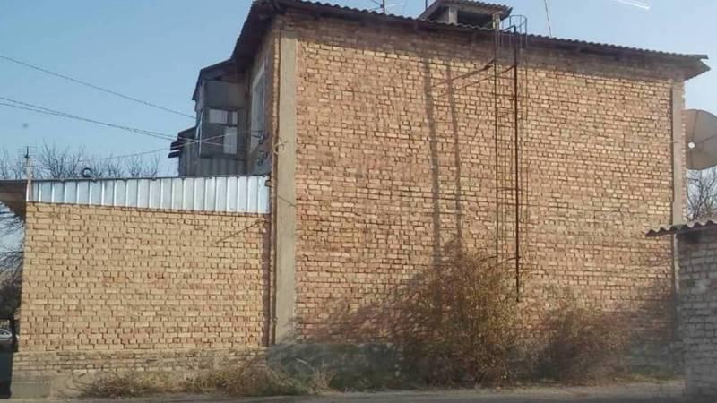 Законно ли в Петровке житель пристроил объект к многоквартирному дому?