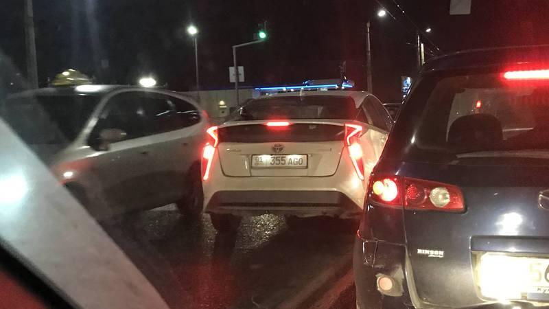 «Тойота» создала аварийную ситуацию, выехав на встречную полосу. Фото