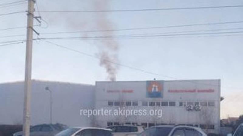 В Кок-Жаре спорткомплекс загрязняет воздух выбросами от котельной. Фото