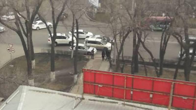На Айтматова-Жаманбаева произошло ДТП. Фото