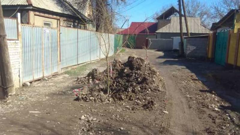 Горожанин просит устранить утечку водопроводной сети в переулке Чкалова в Кара-Балте