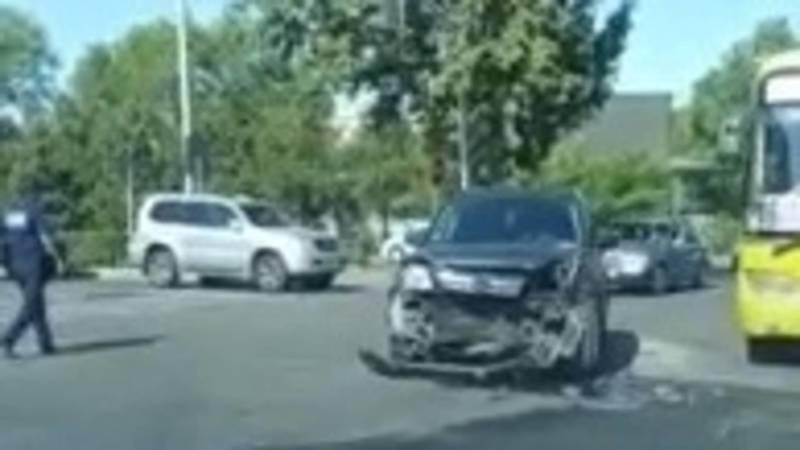 На ул.Суеркулова произошло ДТП. Видео с места аварии