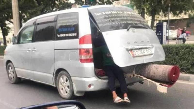 УПСМ разыскивает водителя «Тойоты Ноа», в открытом багажнике которого ехал ребенок