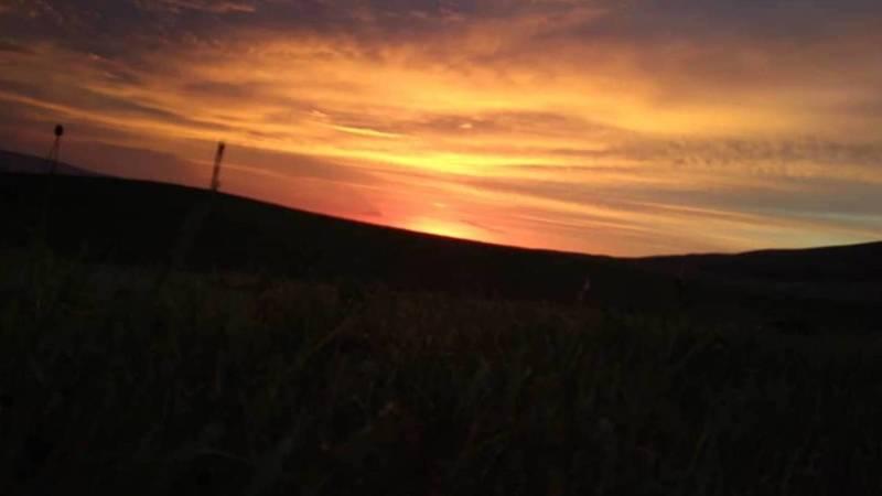 Невероятно красивый закат в селе Горная Маевка. Фото местного жителя