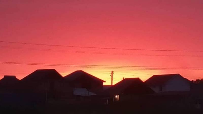 Красивый закат в Бишкеке. Фото из жилмассива Биримдик Кут