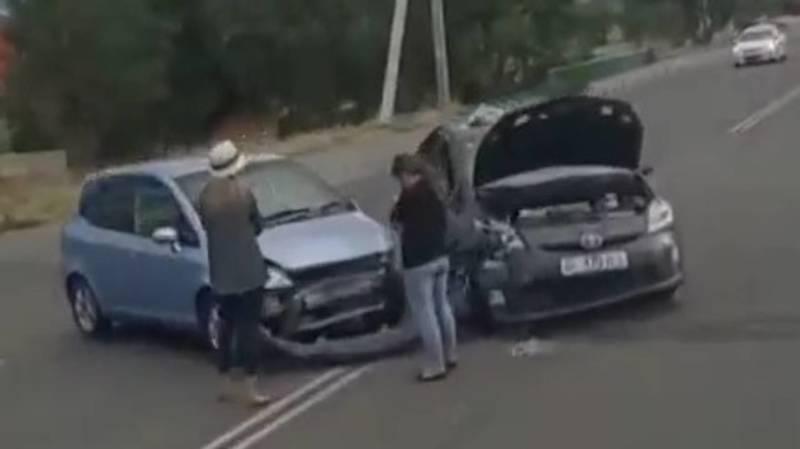 На ул.Медерова столкнулись две машины. Фото
