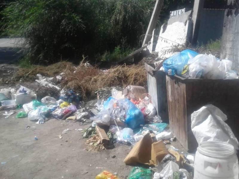 По улице Усенбаева мусор скапливается в большом количестве. Фото