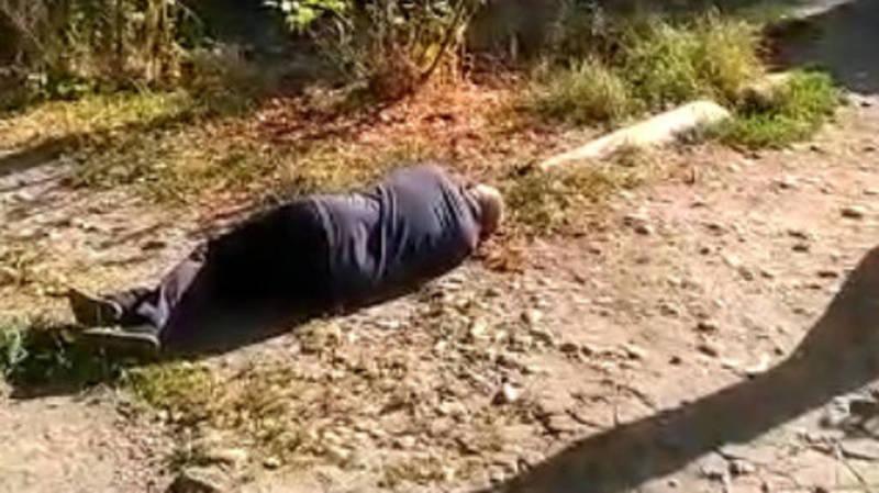 Возле Первомайского РОВД лежит мужчина, на него никто не обращает внимания, - очевидец
