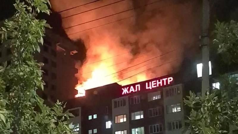 В Джале горит строящаяся многоэтажка. Видео