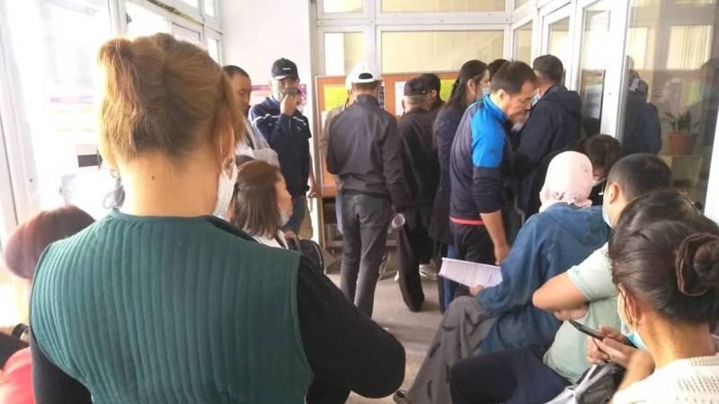 Последний день, чтобы поменять избирательный участок. В УИКах Бишкека не работает база данных избирателей
