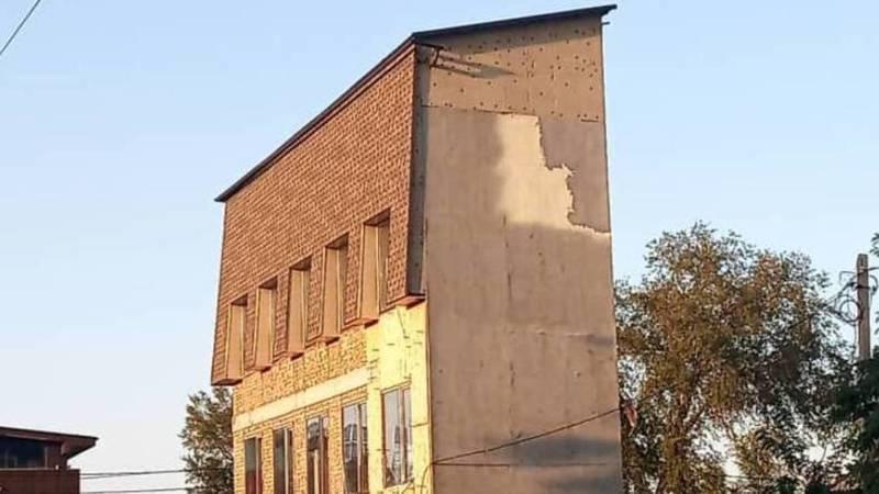 Отвечает ли здание на перекрестке Горького-Абая техническим нормам? - горожанин