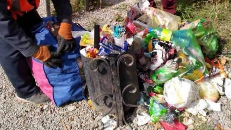 «Тазалык» убрал мусор на детской площадке на ул.Токтоналиева