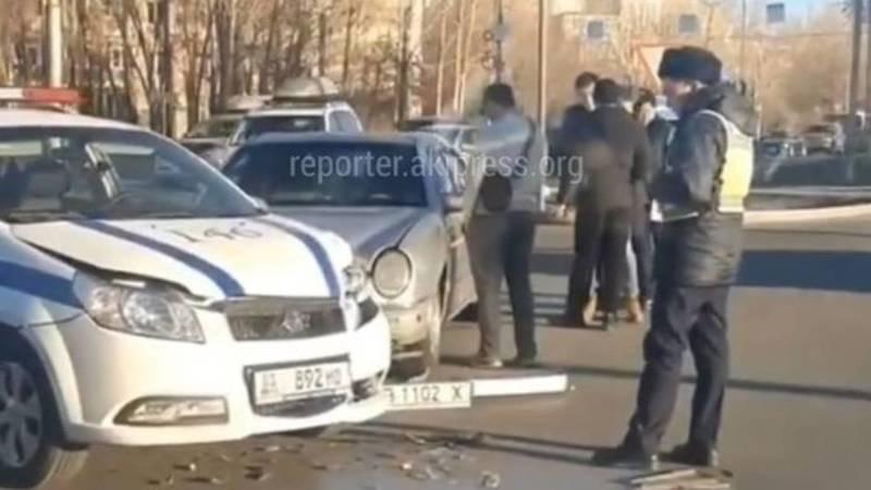 На Южной магистрали «Мерседес» врезался в машину УПСМ