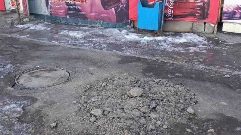 Горожанка, вскопавшая тротуар в Ак-Орго, оштрафована