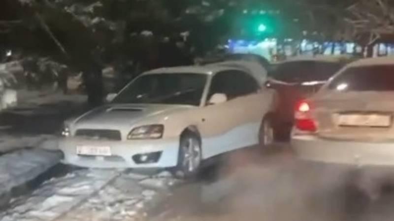 На Чуй-Ауэзова произошло ДТП с участием 5 машин. Видео