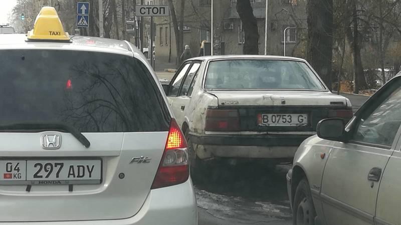 На Боконбаева долгое время стоит бесхозная «Мазда», - горожанин