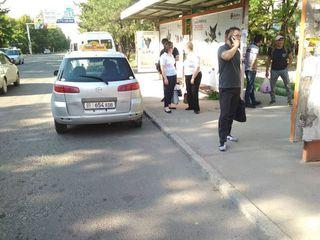 Парковка на остановке на Юнусалиева-Суеркулова
