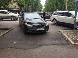 Парковка на тротуаре
