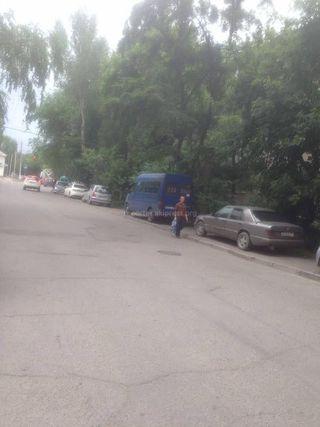 Парковка на тротуаре на ул.Элебаева