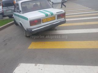 Парковка на пешеходном переходе на Чуй-Раззакова