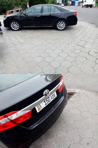 Парковка на тротуаре на участке ул.Ахунбаева. Фото сделано 15 июня примерно в 15:35