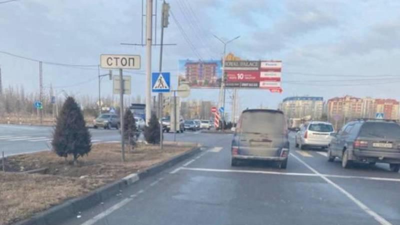 В Бишкеке замечен автомобиль, госномер которого не виден из-за грязи. Фото