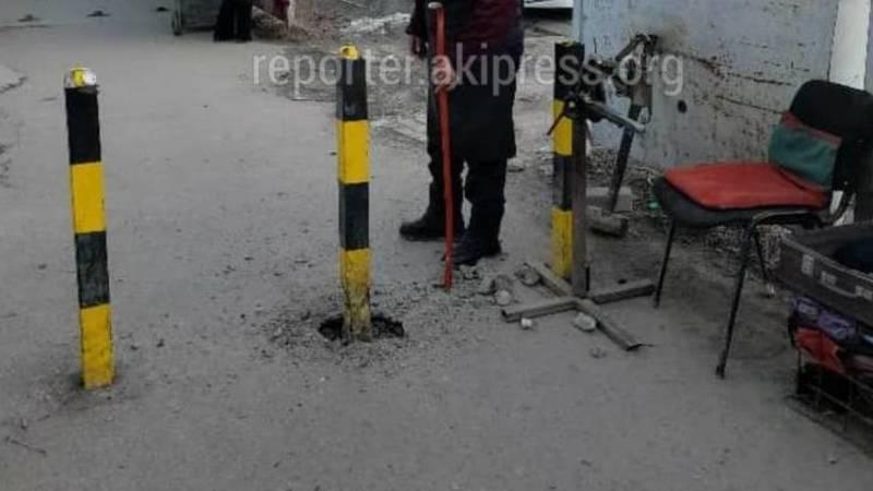 Ограничители на тротуарах возле Ошского рынка, демонтированные торговцами, будут восстановлены, - мэрия
