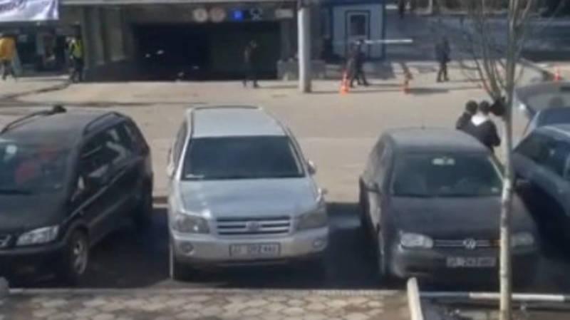Бишкекчанин Токтосун просит нанести зебру на дороге по Шопокова. Видео