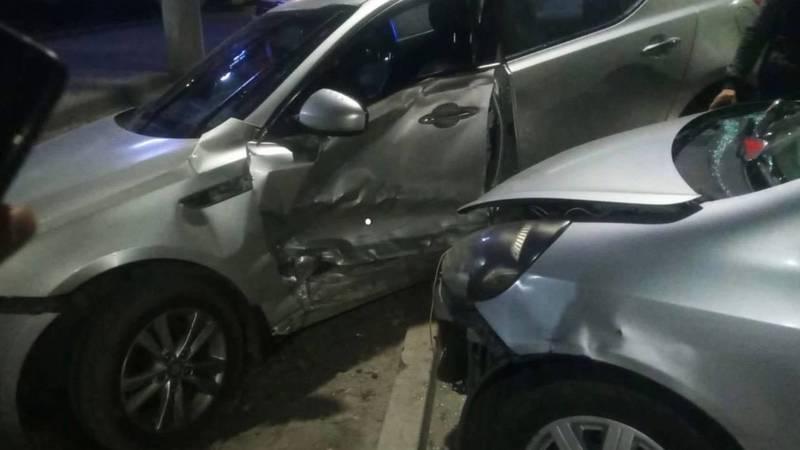 На Жибек Жолу столкнулись две машины. Фото